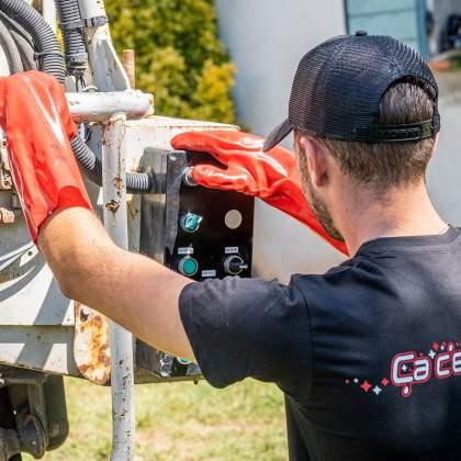 Réglage du tuyau de pression pour intervention de vidange de fosse à sainte maxime